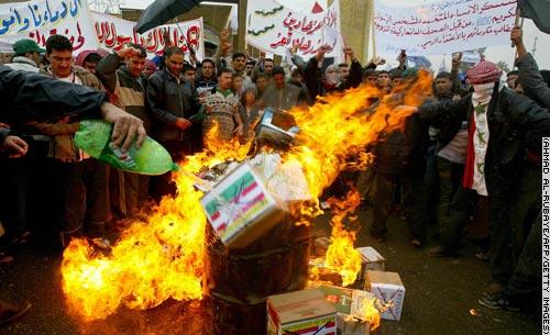 伊拉克民眾憤怒的燒毀丹麥製品