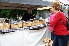 Pet food stall