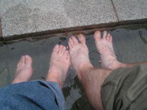 nos pieds dans l'eau chaude. Très intéressant non ?