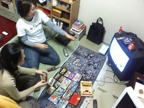 2006年ファミコンをやってる女性! / ¡chicas jugando a la famicom en 2006!