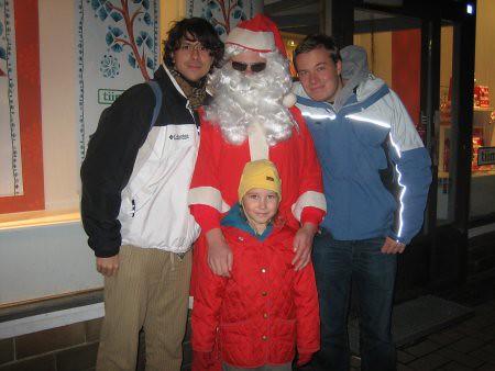 Papa Noel y yo! (+ Bjarne Timonen y, por alguna razón que sigo preguntándome, la hija de la fotógrafa)