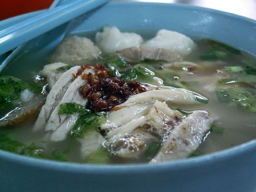 This duck meat koay teow th'ng was one of the item my mom used to order for me when I was a little girl.If you notice, the fish balls and meat ...