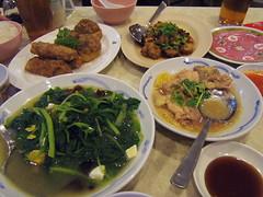 moi-kong-dinner-spread
