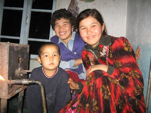 Nazar's kids (Taylaq Village, Uzubekistan) / ナザールさんの子ども(ウズベキスタン、タイラック村)