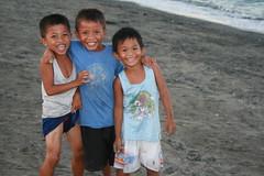 3 kids at Aplaya, Bongabong