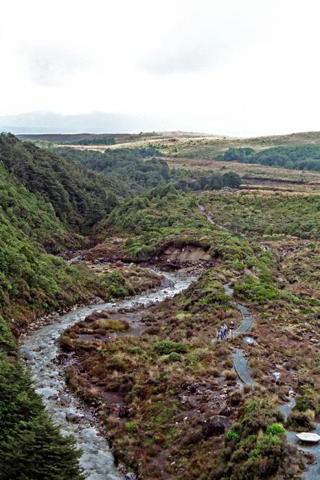 蜿蜒的步道與河流