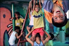 Upside down - Kolkata India photo by Maciej Dakowicz