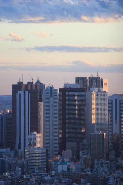 ビル街の斜光線