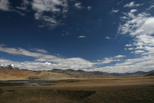 Yet another totally deserted piece of Tibetan land...South of Saga.