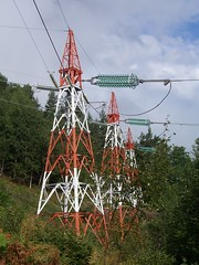 Pylons on the path to Tjuatoten
