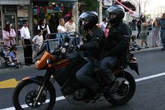 Fiese Motorradbullen, paarweise und durchgeladen