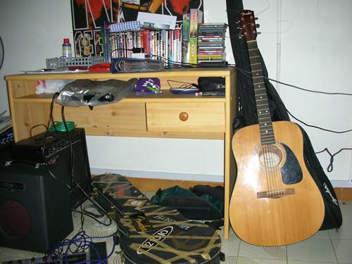 room-guitar