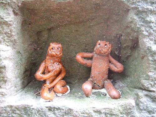 溫海熊野神社石階裡的小石猴
