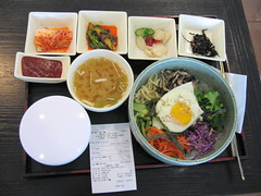 Wow, I love Korean food!  Here's a very tasty combo meal...