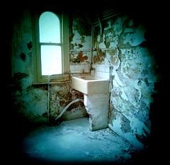sink.jpg photo by ROCPHOTO.CO.UK