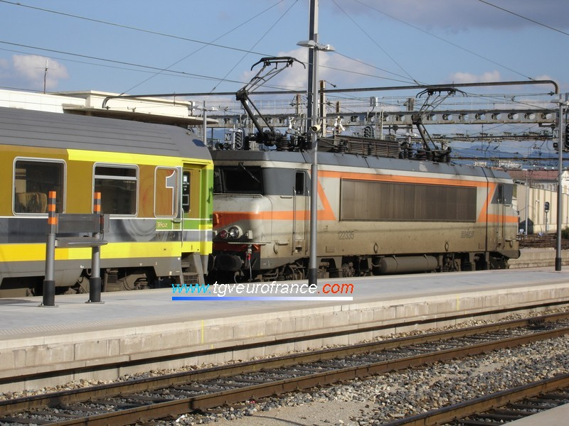 A BB22200 locomotive (the BB 22335) with a Corail Téoz train ready to leave Marseille Saint-Charles towards Nice