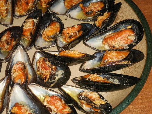 grilled mussels w/ garlic and parmesan