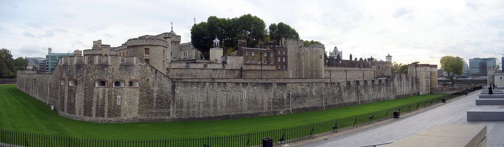 London - Tower Hamlets: Tower of London (panoramic)