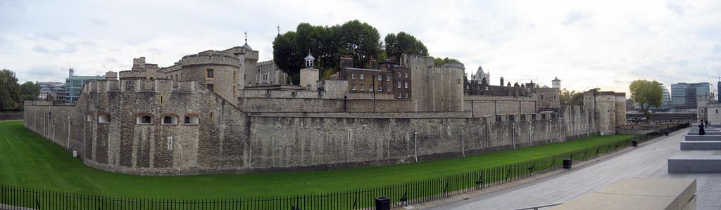 London - Tower Hamlets: Tower of London (panoramic)