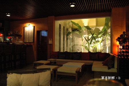 墾丁「鹿角」一樓的酒吧客廳區