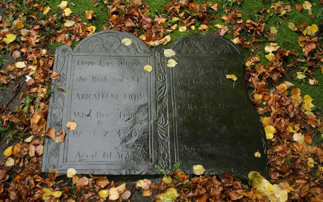 Une Pierre Tombale De 1740 Tomb…