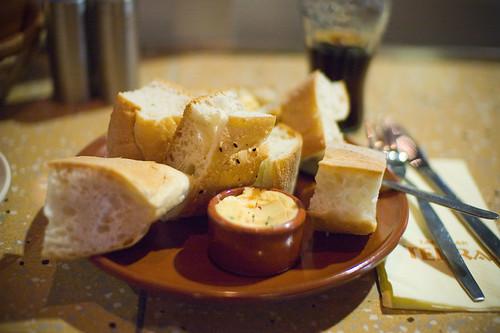 Brood met kruidenboter