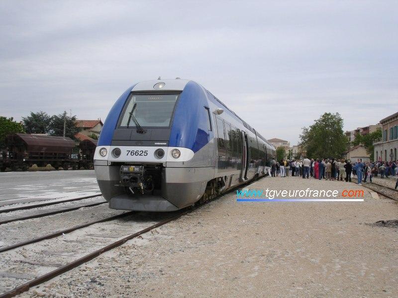 Ce même autorail en gare de Carpentras prêt à repartir en direction de Monteux