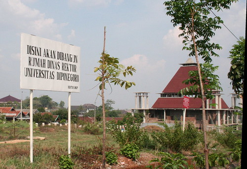 Rumah Tuhan dan Tetangga-Nya