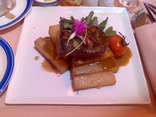 Seared sirloin with red wine butter, sauteed fine green beans and pont neuf potatoes