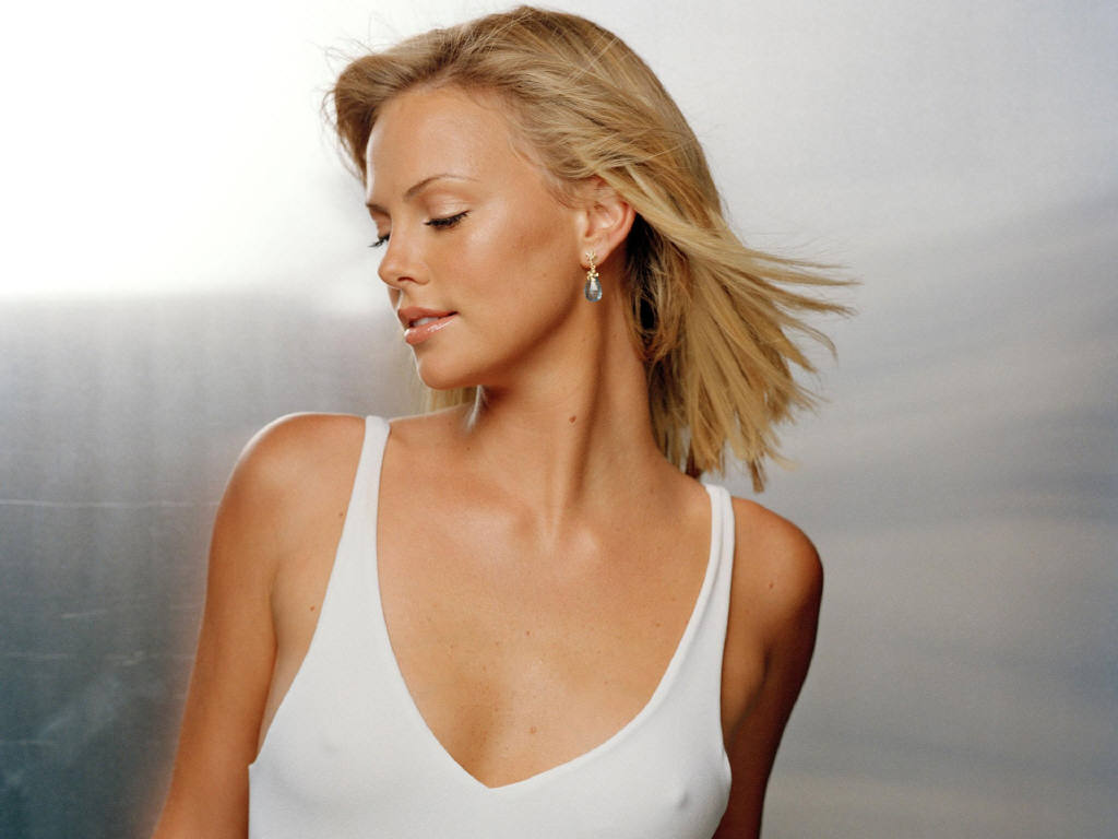charlize2461024x7683sk