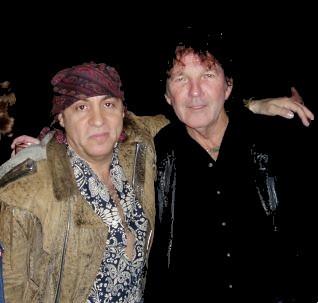 Tony Joe White con su buen amigo LITTLE STEVEN, miembro de las dos familias más enrrolladas de New Jersey, THE E STREET BAND y LOS SOPRANO