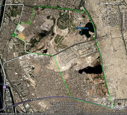 صورة من جوجل أرض لمنطقة عين الصيرة موضح عليها المساحة المقترحة لحديقة كبرى