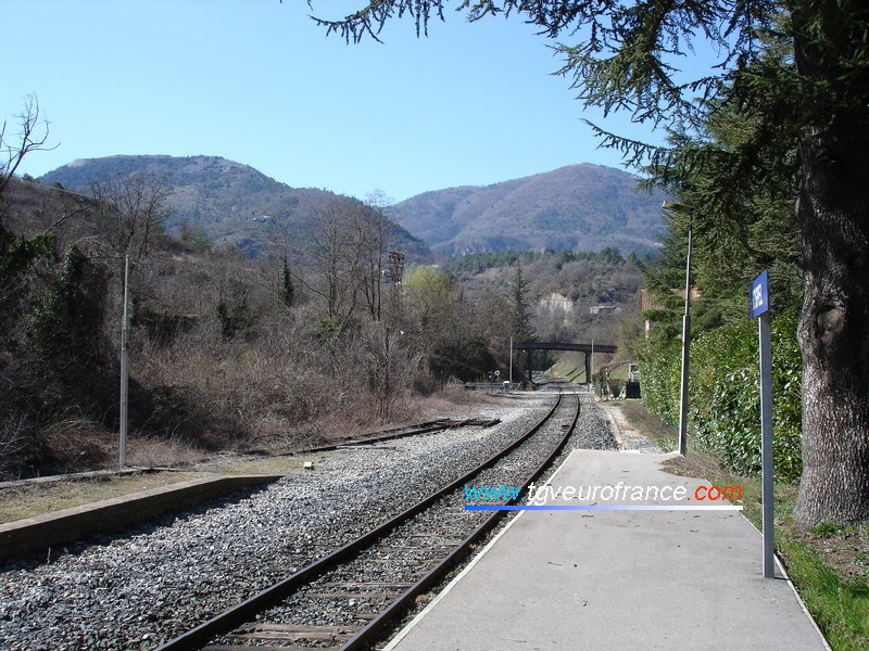 Le quai de la gare de Sospel - Direction Nice