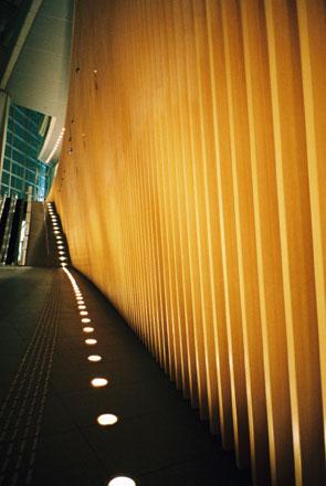 東京国際フォーラム ガラス棟・壁