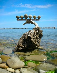 Driftwood&stones balance photo by rebranca46(a riposo)