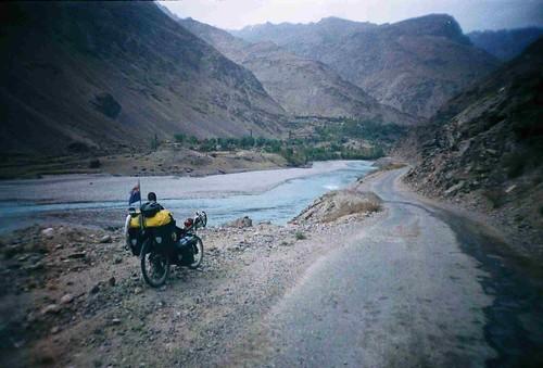 On the road to Khorog, Tajikistan (Afganistan on other side) / ハログ町へ向かって(タジキスタン(アフガニスタンは向う側))