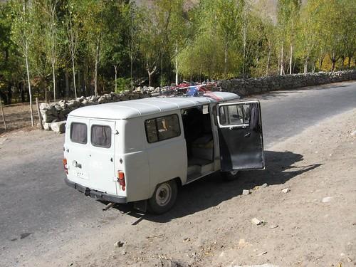 Beaurocracy made me do it! (Khorog, Tajikistan) / とうとうバスで移動してしまいました(タジキスタン、ハログ町)