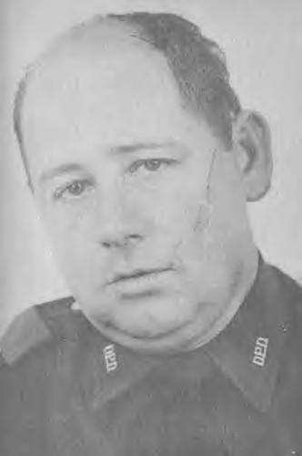 Arrestó al marine LEE HARVEY OSWALD en el Teatro Texas de la ciudad de DALLAS el día 22 de NOVIEMBRE de 1963