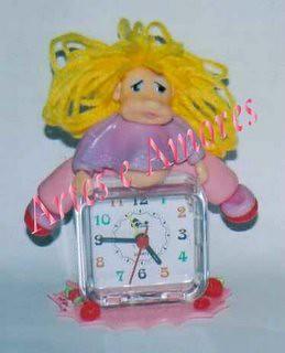 Relógio com Menina em Biscuit