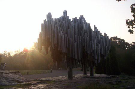 Otra foto al monumento a Sibelius