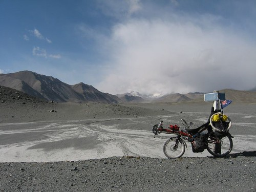Moonscape on the Pamir Highway, just after border / タジキスタン国境付近