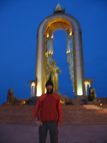 Tourist beware! A photo like this may cost you (Dushanbe, Tajikistan) / ご注意ください。ドウシャンベ市の警察は危ない!(タジキスタン)