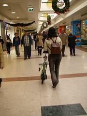 M. a desfilar com a Genius no Carrefour de Telheiras