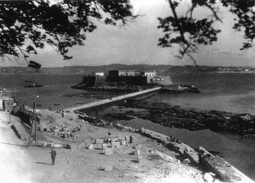 Castillo de San Antón.1959.obras en el paseo