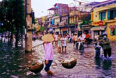 hanoi intersection photo by shapeshift