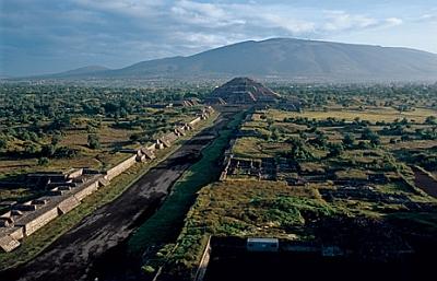 ngm2006_teotihuacan-moon-pyramid