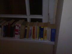Bücher im Hausflur