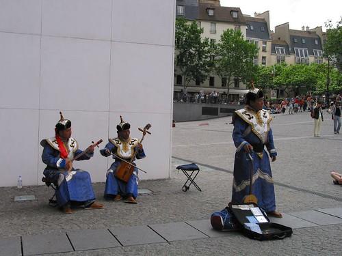 蒙古藝人巴黎街頭演出