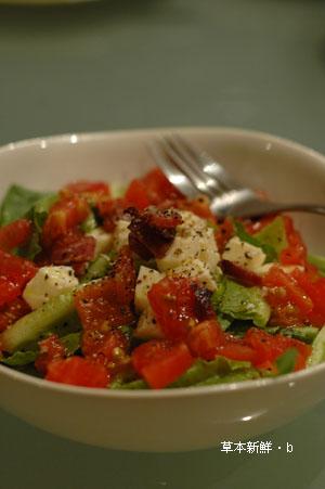 淋了 LA Suave 橄欖油之生菜沙拉。