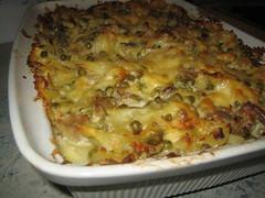 Ovenschotel van pasta met tonijn, champignons en erwtjes